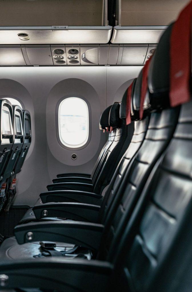 Avion voyageant vide